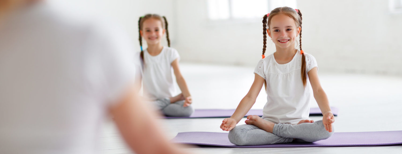 Kinderen doen yoga