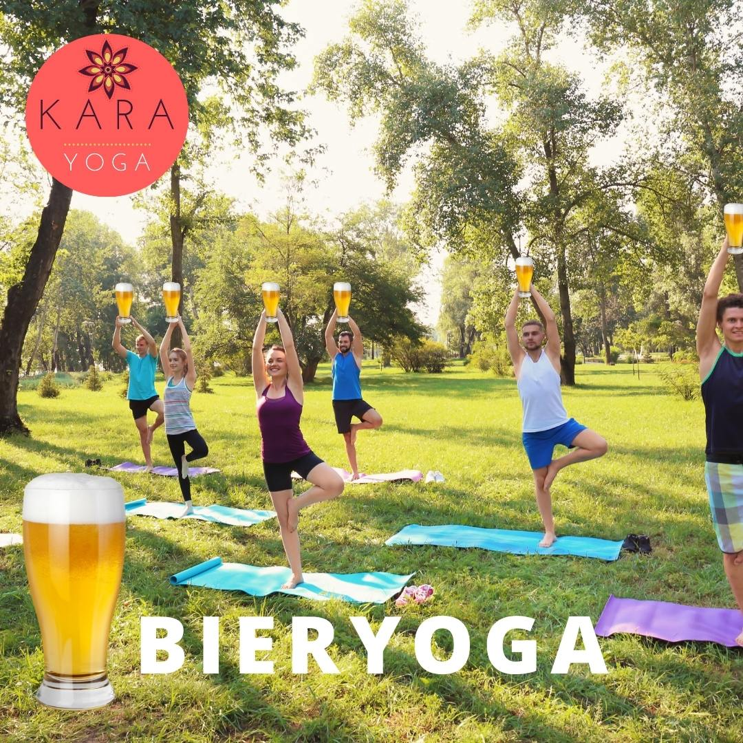 Groep doet yoga met bier